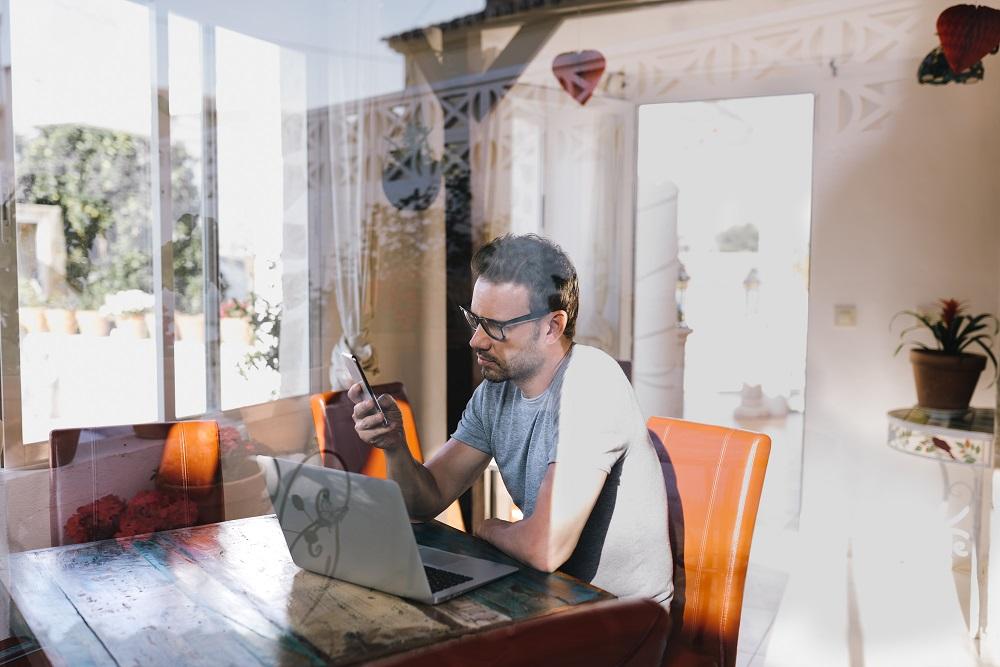 Unternehmerpersönlichkeit, Unternehmer vor dem Laptop